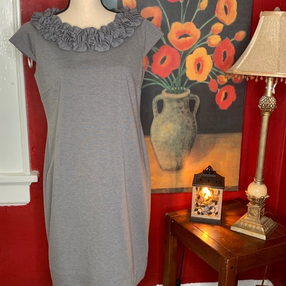 Taylor Dresses & Skirts - Taylor Heather Gray Structured Cap Sleeve Dress 10